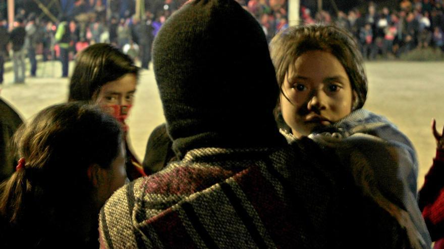 Familia zapatista acude a la fiesta del 21 aniversario del levantamiento del EZLN en el caracol de Oventik. (31 de diciembre de 2014)/ Fotografía: Jaime Giménez