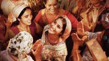 Fotograma de la película 'La fuente de las mujeres'.