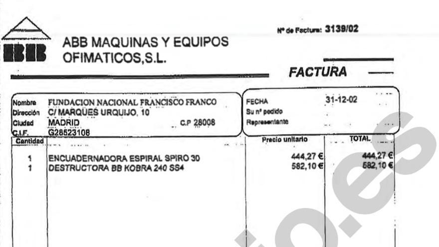 La factura que muestra la compra de una encuadernadora y una trituradora