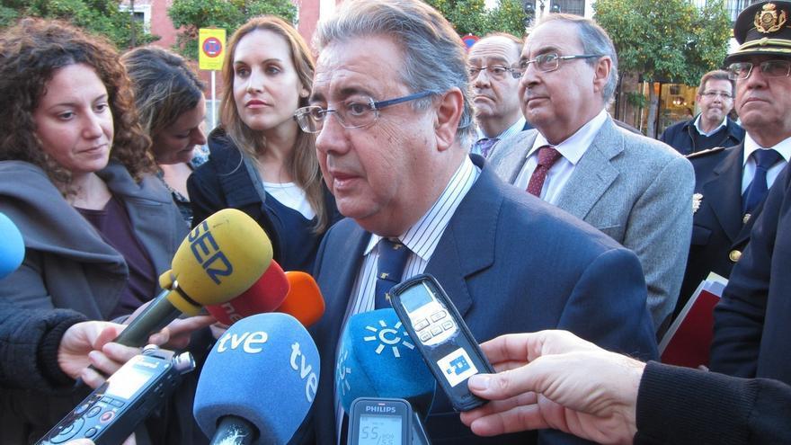 """Zoido dice que derogar la Ley de Seguridad Ciudadana sería una """"irresponsabilidad"""" aunque consensuará una mejora"""