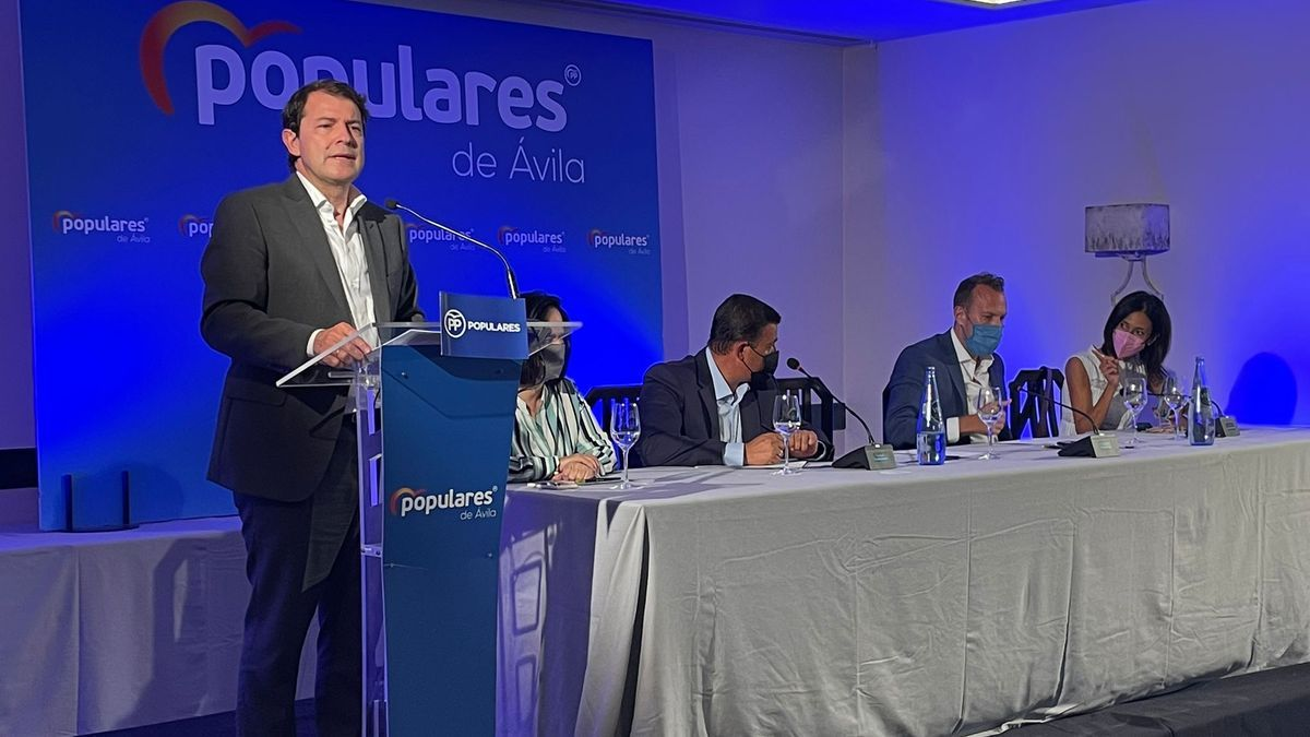 Alfonso Fernández Mañueco en la reunión de la Junta Directiva del PP de Ávila
