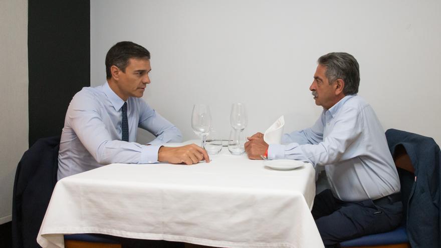 Pedro Sánchez y Miguel Ángel Revilla han comido juntos este miércoles en Santander. | Raúl Lucio
