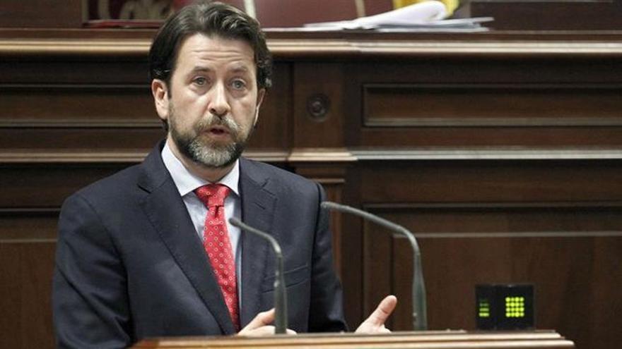 Carlos Alonso, en su defensa de la iniciativa legislativa sobre los barrancos, en el Parlamento de Canarias