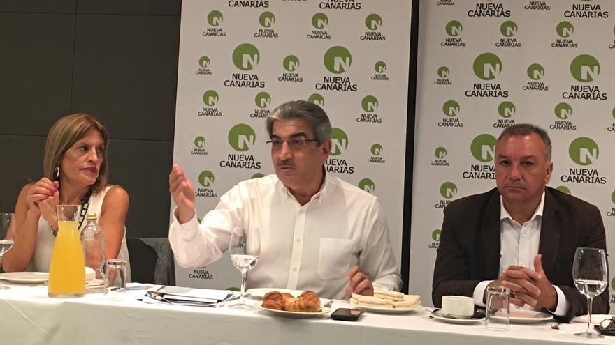 """Nueva Canarias augura una entrada del PP en el Gobierno autonómico por la """"puerta de atrás y agachados"""""""