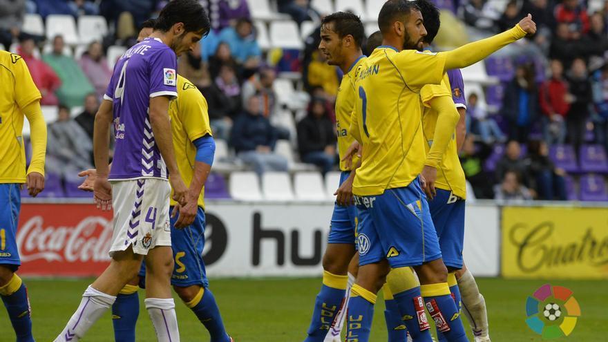La UD Las Palmas gana al Valladolid y se mantiene líder de la Liga Adelante.