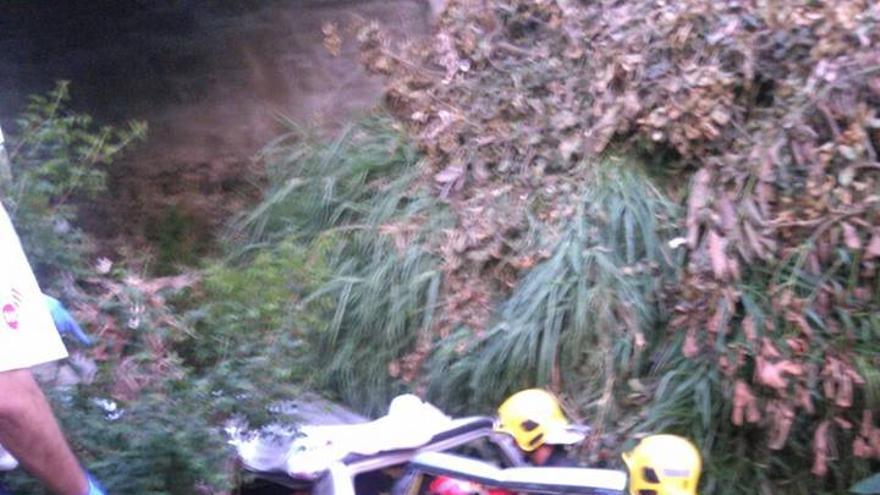 En la imagen, intervención de los bomberos. Foto: BOMBEROS LA PALMA.