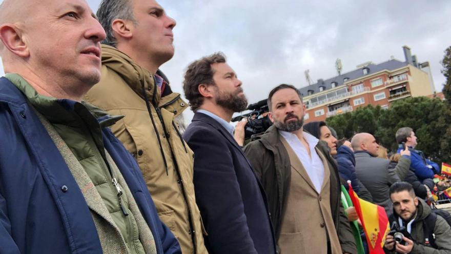 Ricardo Garrudo, Javier Ortega Smith, Iván Espinosa de los Monteros y Santiago Abascal en Colón.