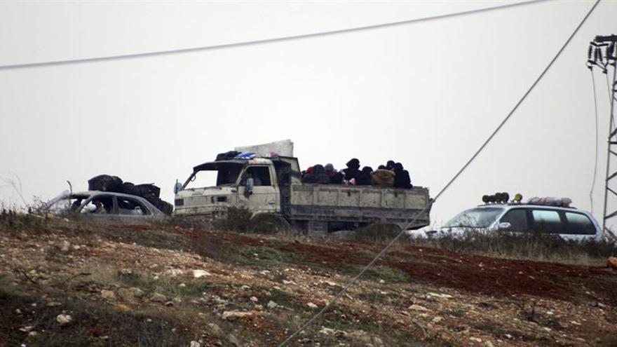 Se reanuda la operación de evacuación de los asediados del este de Alepo
