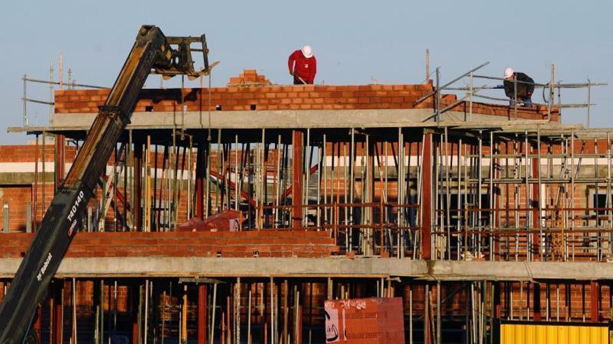 La producción en construcción cayó 14,1 % en eurozona y 12 % en UE en marzo