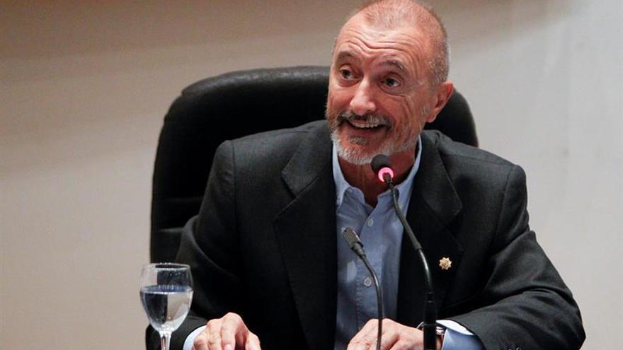 Pérez-Reverte: Rico ha puesto punto final a la polémica, yo también