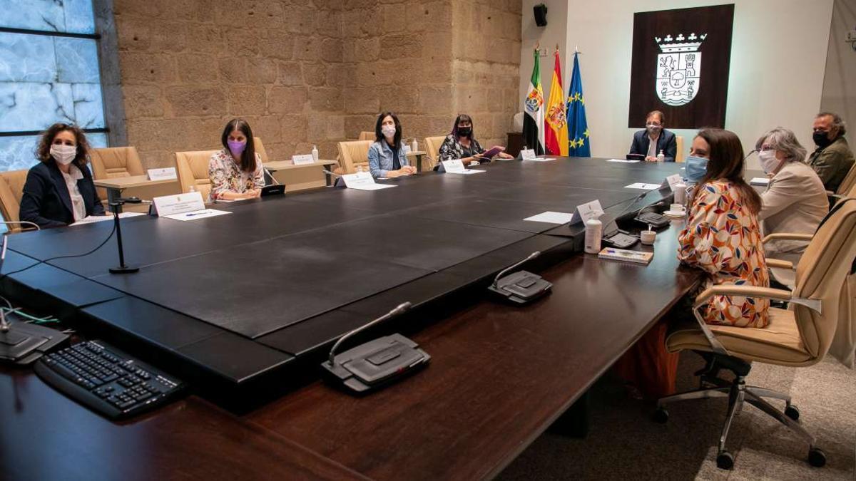 El Consejo de Gobierno extremeño se reunirá este domingo de forma extraordinaria