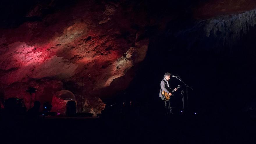 Jorge Drexler, nuevo protagonista del ciclo 'Los Conciertos de El Soplao' con su espectáculo 'Silente'. | EFE