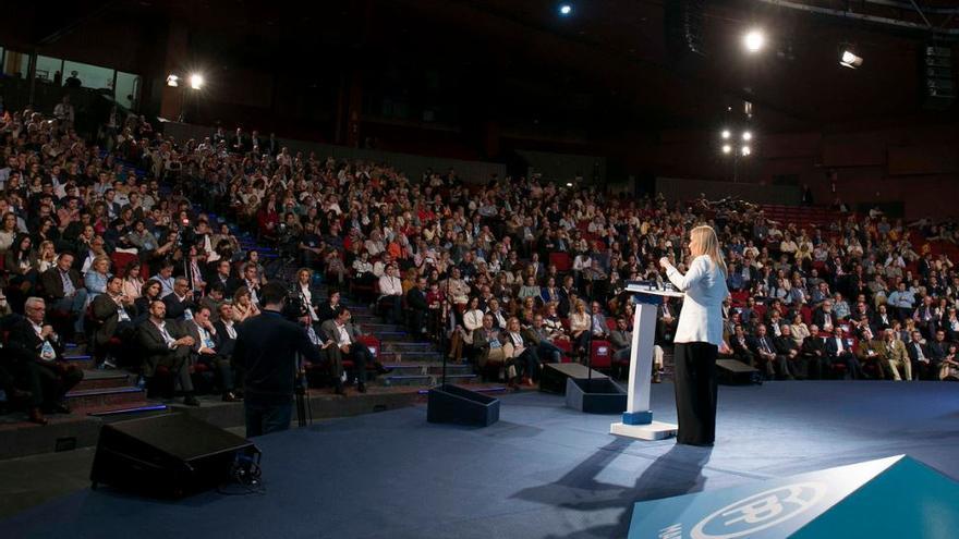 Crisitna Cifuentes se dirige a los compromisarios del PP de la Comunidad de Madrid durante el 16 Congreso Regional.