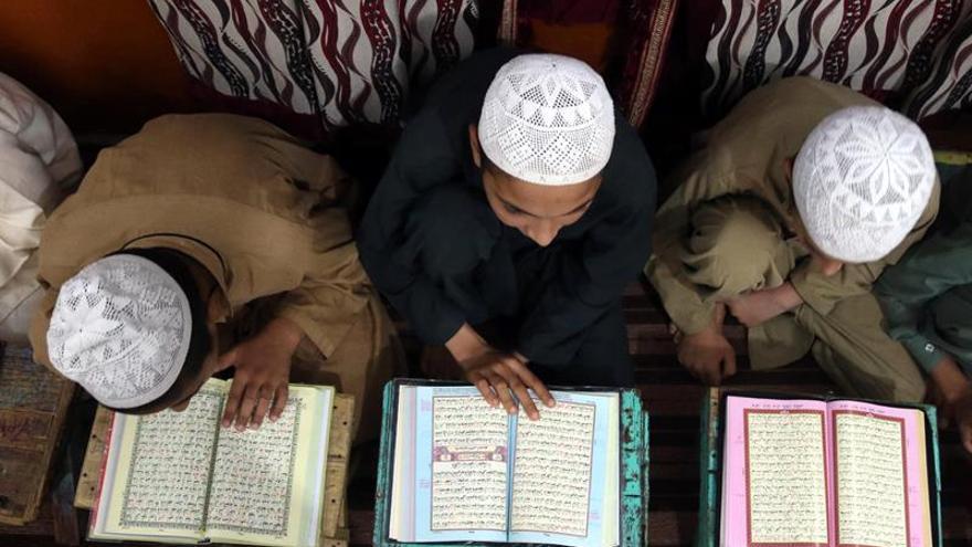 """El padre de los talibanes afganos defiende a sus pupilos en su """"guerra santa"""""""