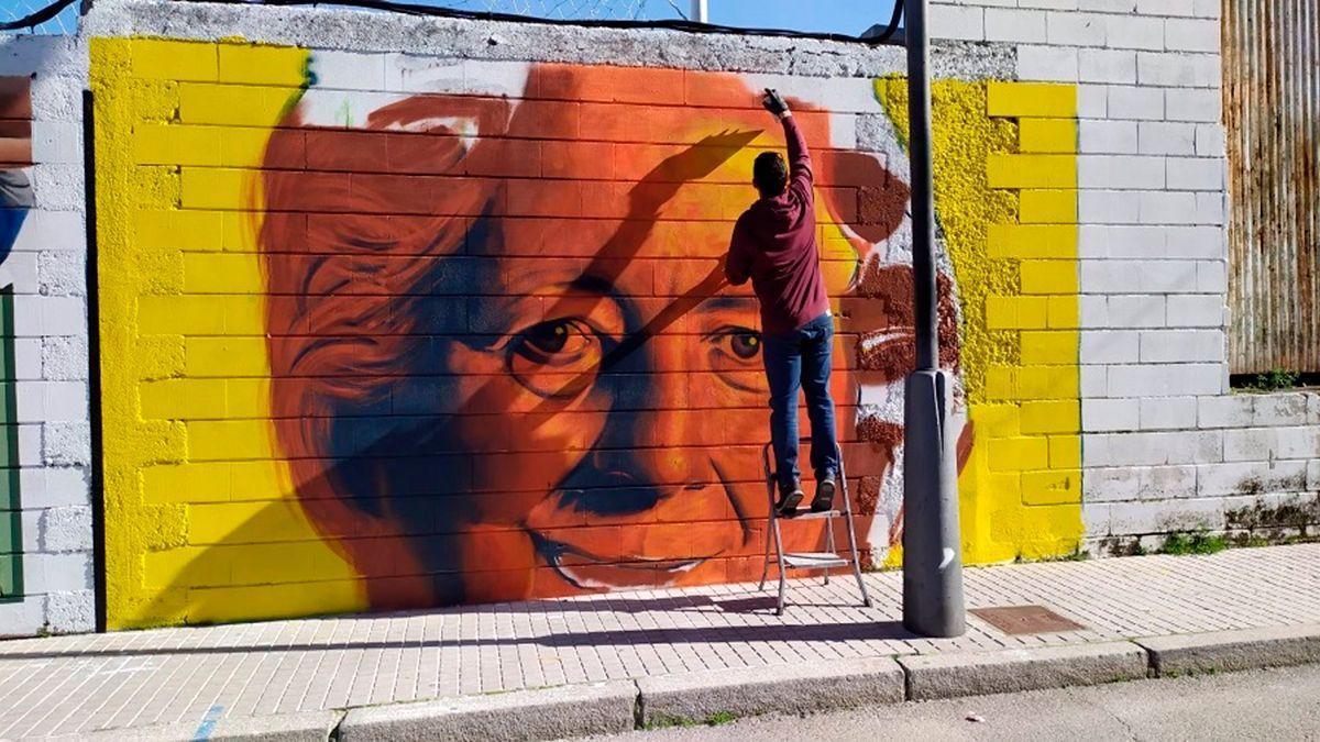 Grafiti sobre Gabriela Morreale realizado por el artista 'Sake Ink' en la calle Inglaterra de Baena.