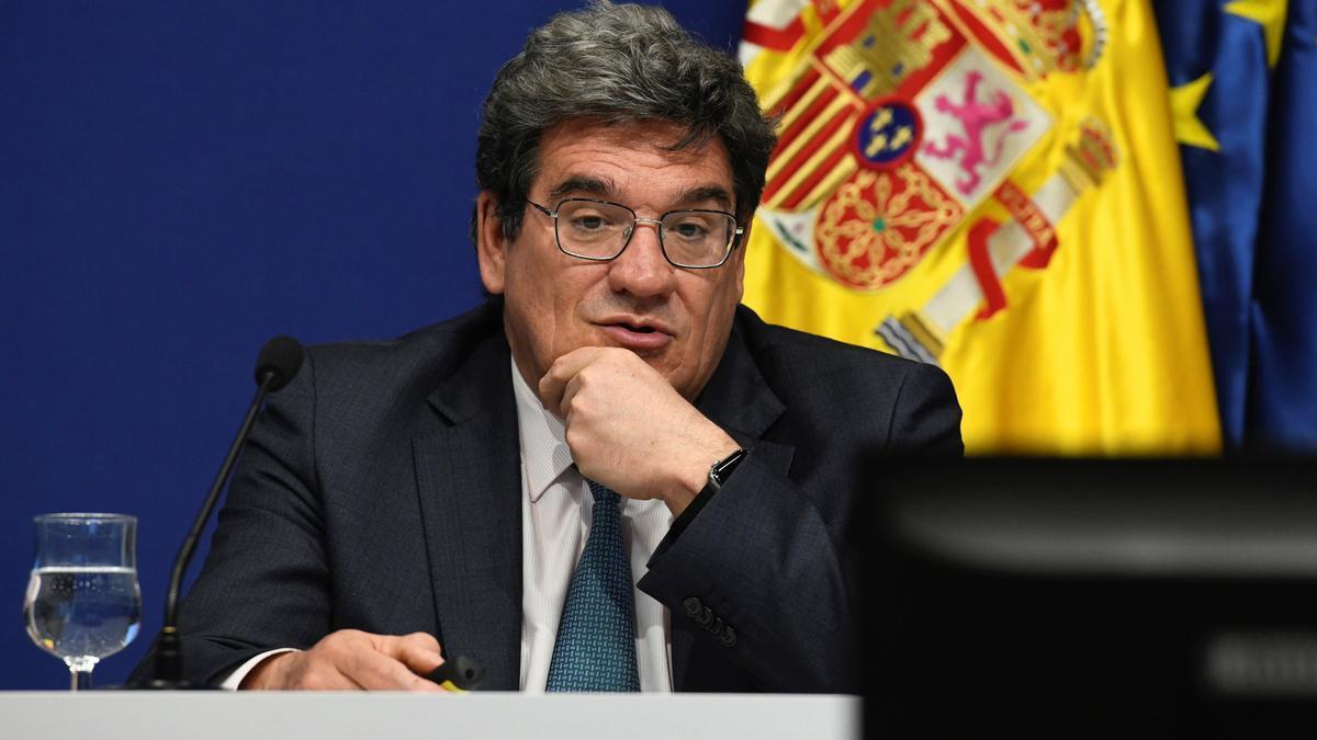 El ministro de Inclusión, Seguridad Social y Migraciones, José Luis Escrivá (c).