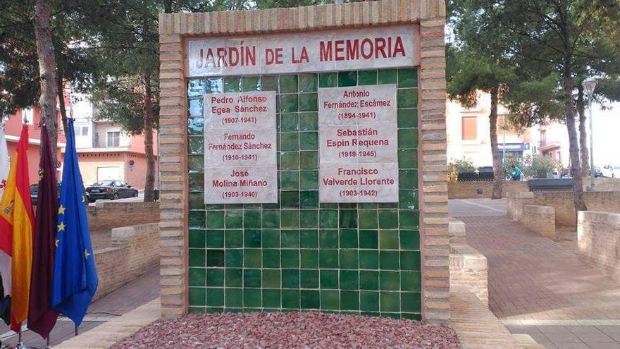 "Monolito ""Jardín de la Memoria"" en Bullas"