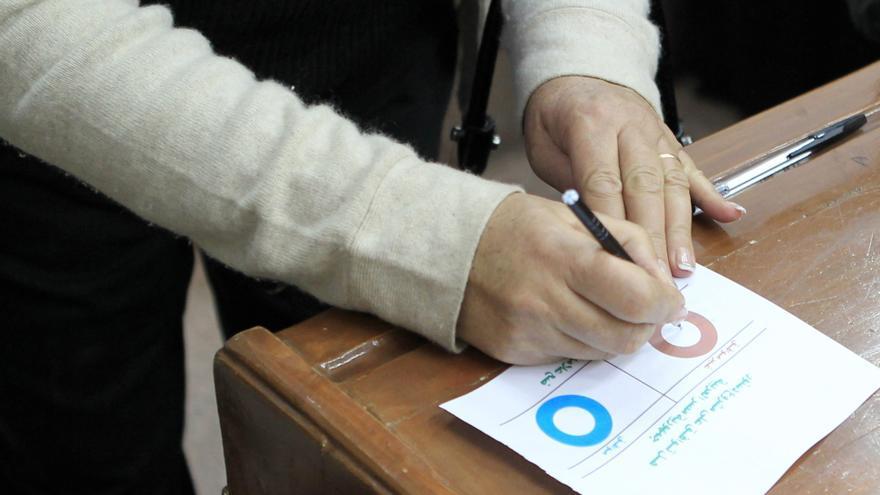 """Los islamistas anuncian que ganó el """"sí"""" en la primera ronda del referéndum"""