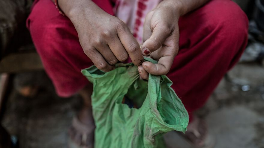 Lo único que recuperó Tika fue una bolsa plástica con semillas de maíz y condimentos del pueblo de su madre. / Pablo Tosco (Oxfam Intermón).