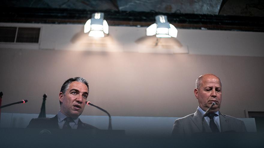 Elías Bendodo, consejero de la Presidencia, junto a Javier Imbroda, titular de Educación.