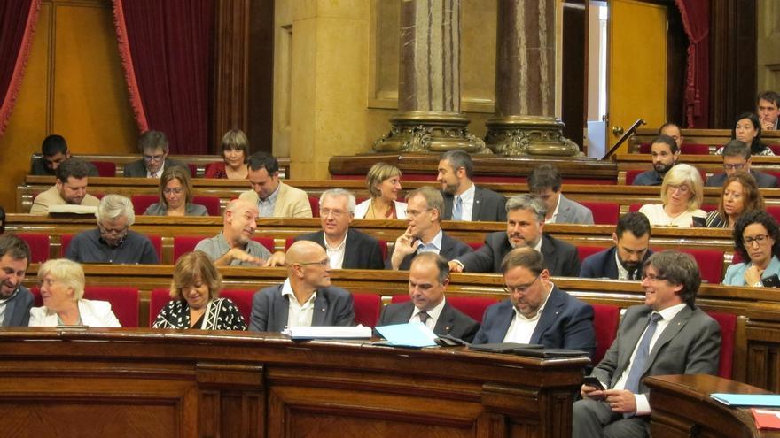 """Puigdemont avala la tramitación de la ley del referéndum y acusa al TC de """"golpe de Estado"""""""