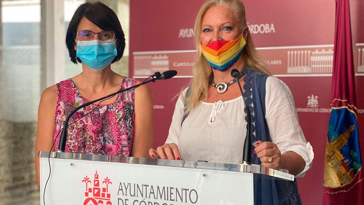 Las concejalas Amparo Pernichi (IU) y Cristina Pedrajas (Podemos).