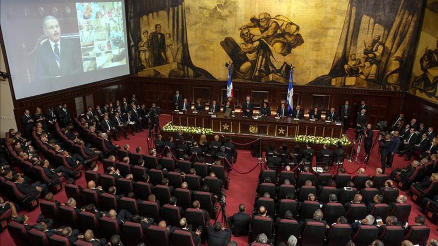 El Senado dominicano aprueba en primera lectura restablecer la reelección