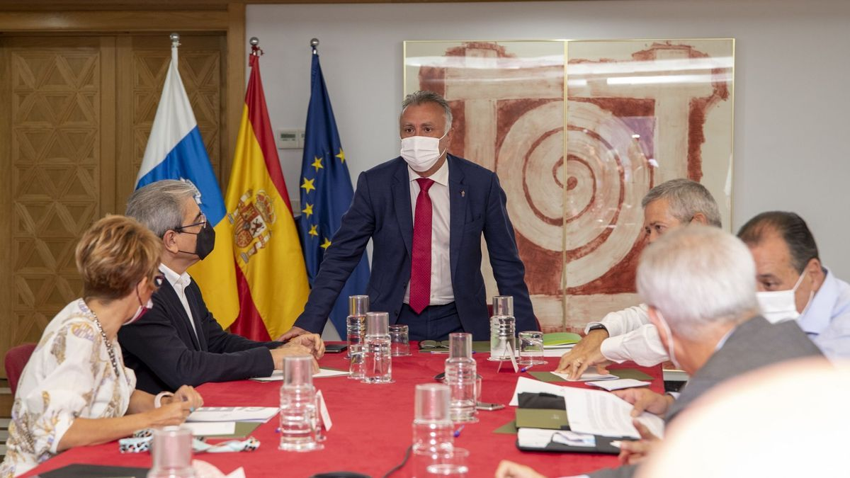 Ángel Víctor Torres, presidente del Gobierno de Canarias, en la reunión delConsejo Asesor formado por representantes de las patronales y los sindicatos principales e integrantes del Ejecutivo autonómico).