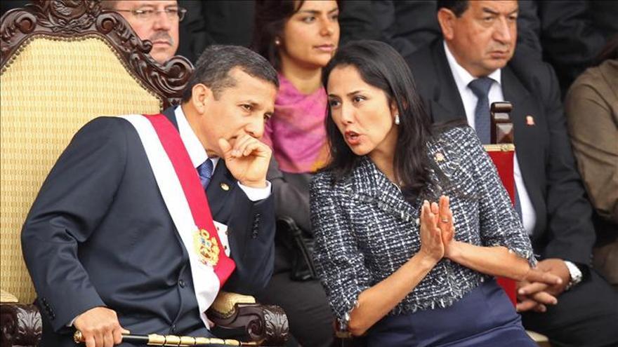 La aprobación de Humala y de su esposa caen cinco puntos, según una encuesta