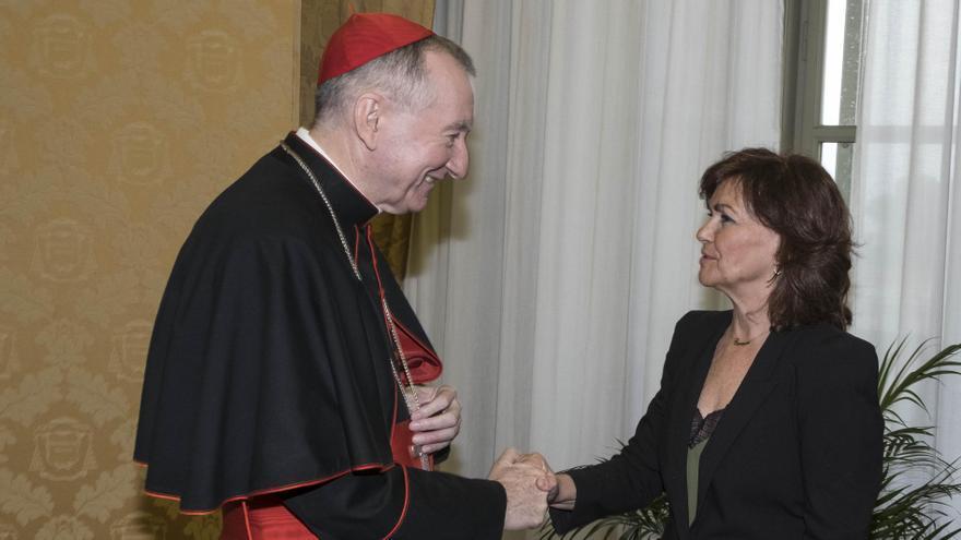 La vicepresidenta, Carmen Calvo, en su reunión con el número dos del papa, Pietro Parolin, en el Vaticano.