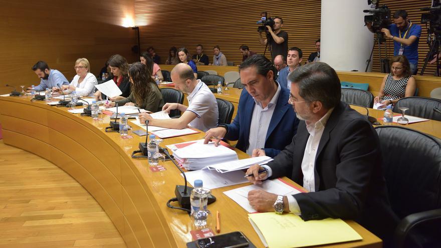 Los portavoces de los grupos parlamentarios en la comisión de investigación del accidente de metro