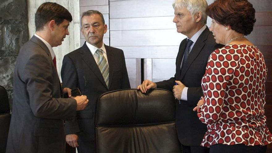 Inicio del Consejo de Gobierno celebrado en Santa Cruz de Tenerife. (Efe/Ramón de la Rocha)