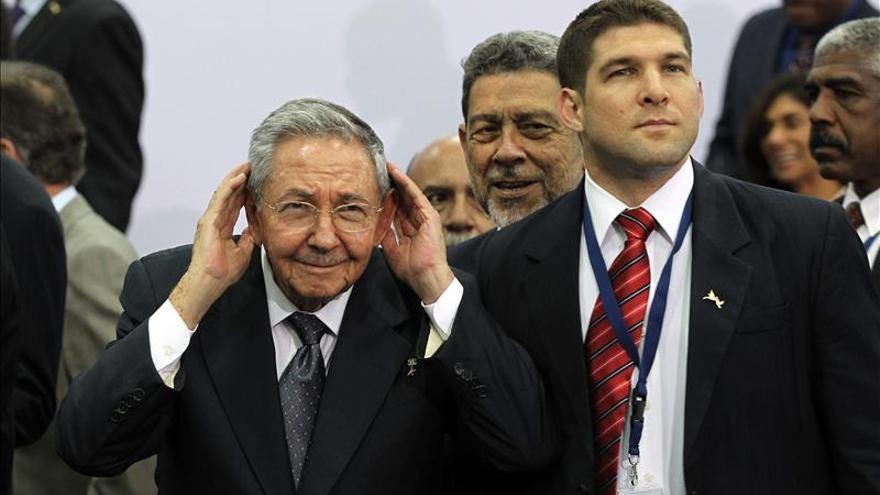 Raúl Castro se reúne con el primer ministro ruso