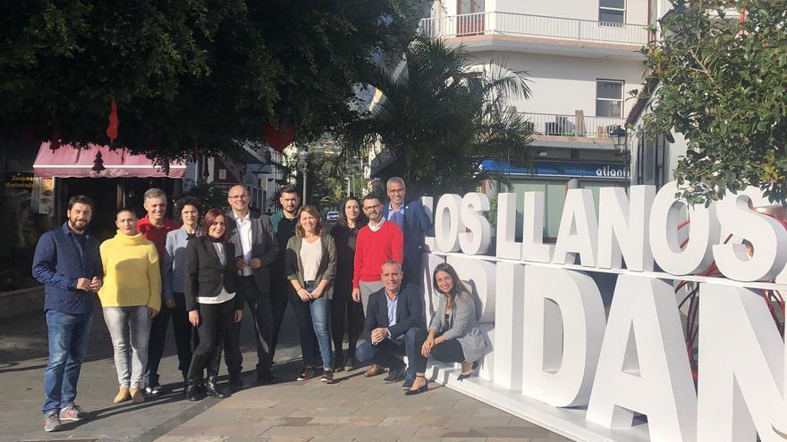 Alicia Vanoostende con miembros del PSOE.