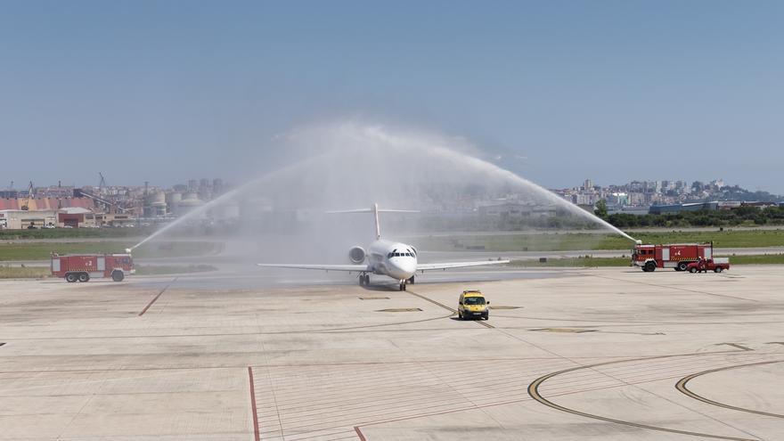 Revilla recibe el domingo a los pasajeros del primer vuelo de Volotea procedente de Sevilla