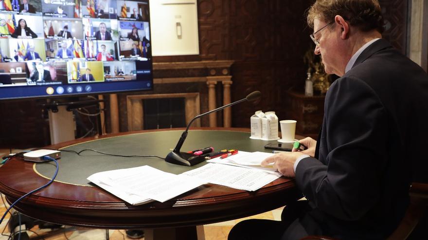 Ximo Puig participa por videoconferencia en una reunión con el presidente del Gobierno y el resto de presidentes autonómicos.