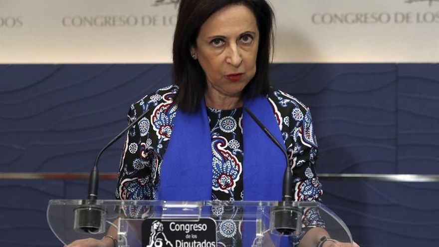 Robles acusa a Puigdemont de no tener coraje para hacer campaña en Cataluña