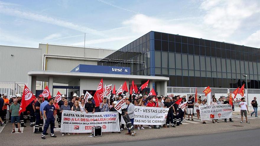 Industria avanza el principio de un acuerdo en Vestas que la Junta y los sindicatos niegan