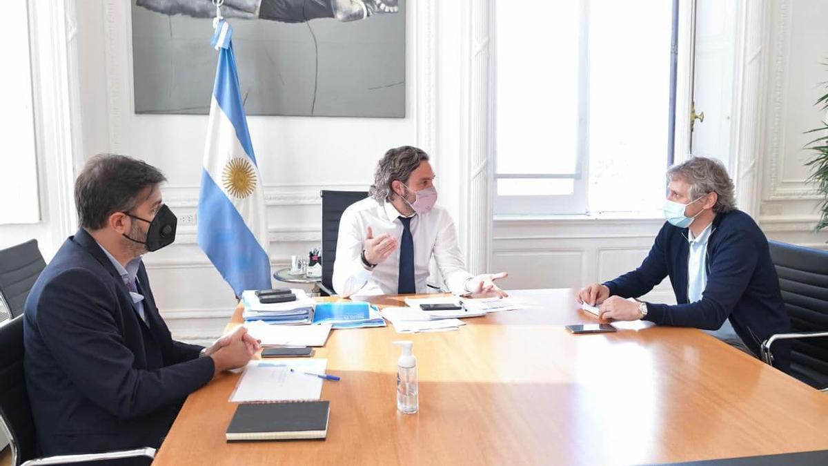 El Jefe de Gabinete, Santiago Cafiero, recibe en Casa de Gobierno a sus par porteño, Felipe Miguel, y de Provincia, Carlos Bianco