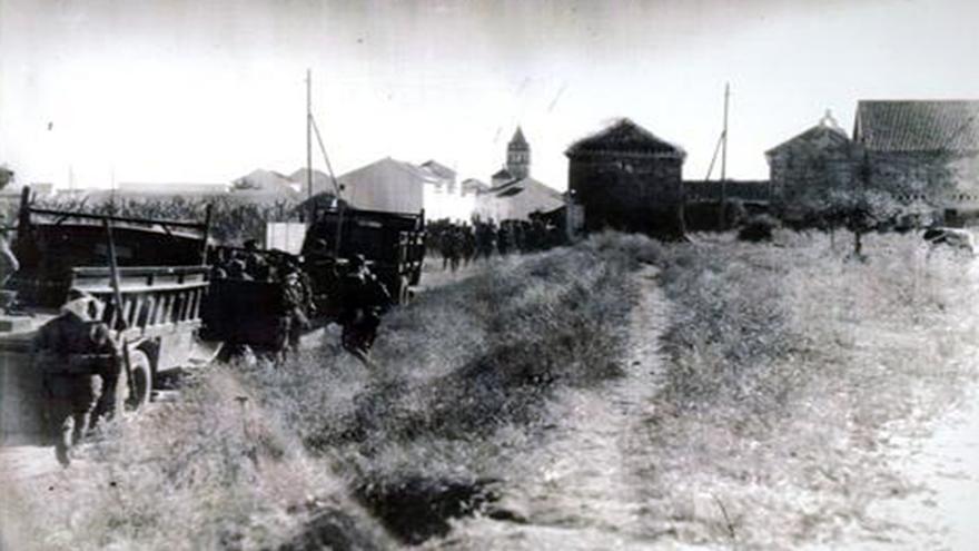 Columna del comandante Figuerola entrando en El Coronil (31 de julio de 1936).