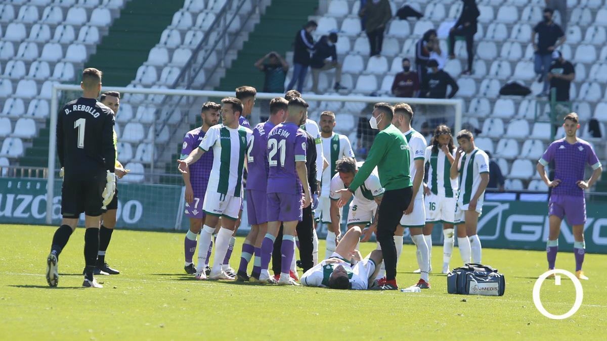 Alberto del Moral, lesionado ante el Betis Deportivo.
