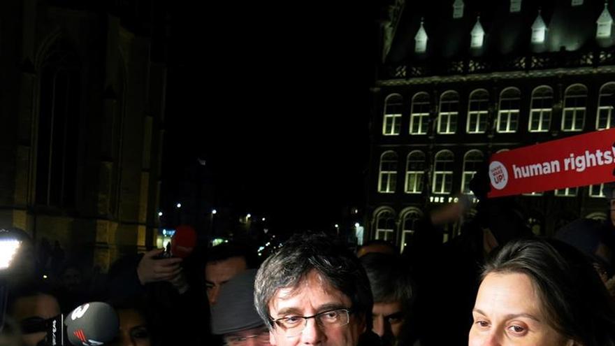"""Puigdemont a PP, PSOE y Cs: """"Os acabarán pasando pacíficamente por encima"""""""