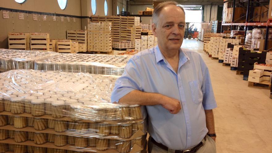 El presidente del Banco de Alimentos, en una de las naves sitas en el polígono de Agustinos.