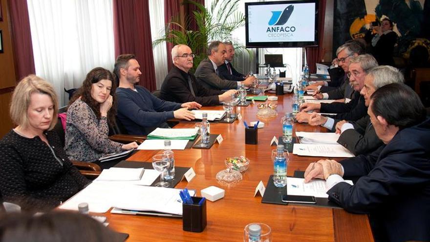 """La Comisión de Pesca del Parlamento Europeo visita Galicia para """"escuchar"""" al sector"""