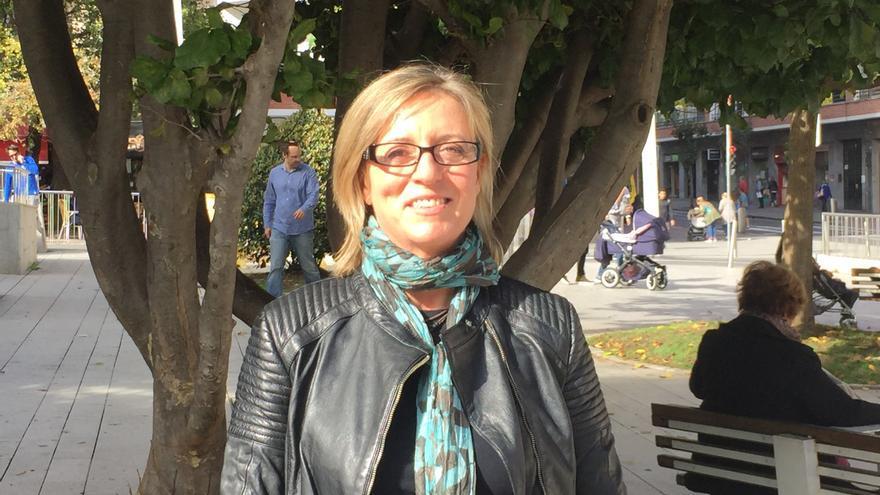 Angels Bosh, presidenta de Eurocop, en un jardín de Bilbao tras la entrevista.