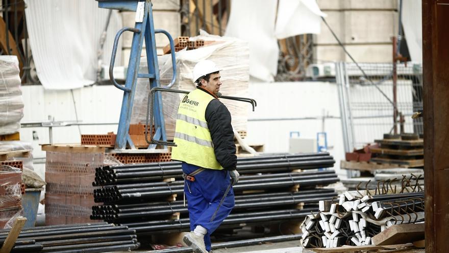 Aumenta un 2,8% el número de trabajadores a tiempo completo en Cantabria en el último año, menos que la media