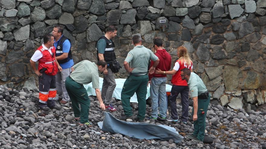 Aparece el cuerpo sin vida de una persona en la Bahía del Confital. (Alejandro Ramos)