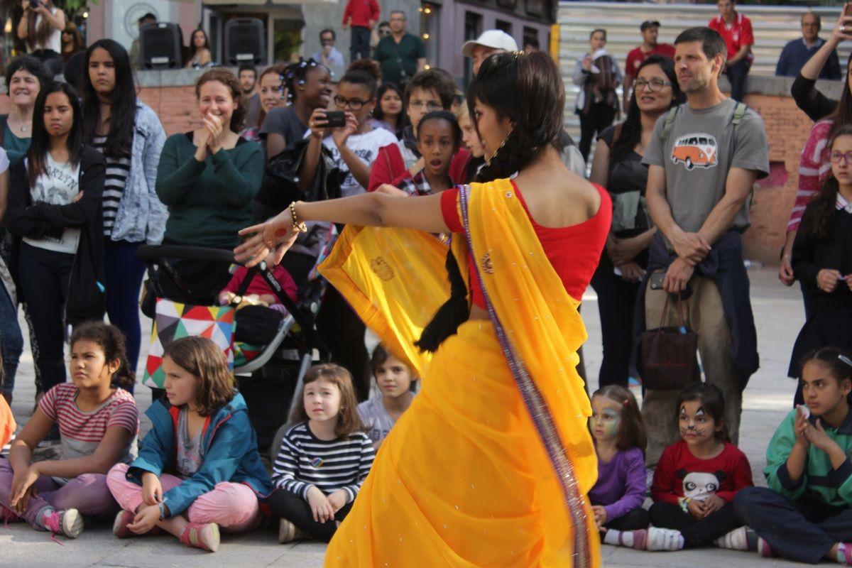 Una actuación de las Fiestas del 2 de Mayo 2015 |RAQUEL ANGULO