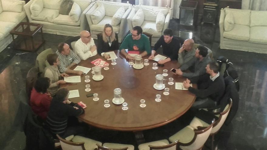 Alberto Cubero reunido con los responsables sindicales.