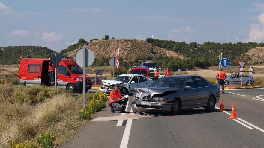 Tres personas heridas, una de ellas grave, en la colisión de dos turismos en el término de Tudela